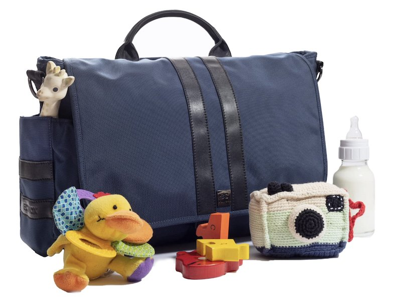 navy blue diaper bag geared for dads and dubbed the best diaper bag for dads.